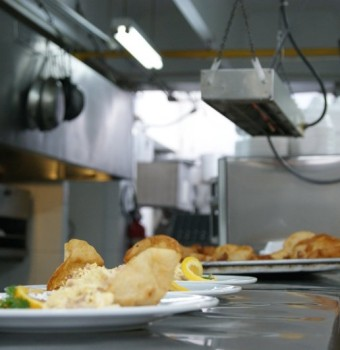 corso di formazione gratuito per donne commis di cucina